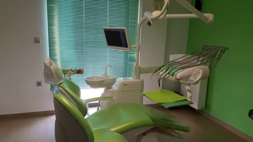 Χειρουργός οδοντίατρος, Βιβή Μηνάγια